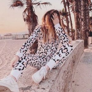 🦋New Wildfox Pink White Leopard Pullover Sweater